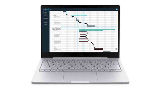 Foto di un computer sul cui schermo si vede l'applicativo GECO