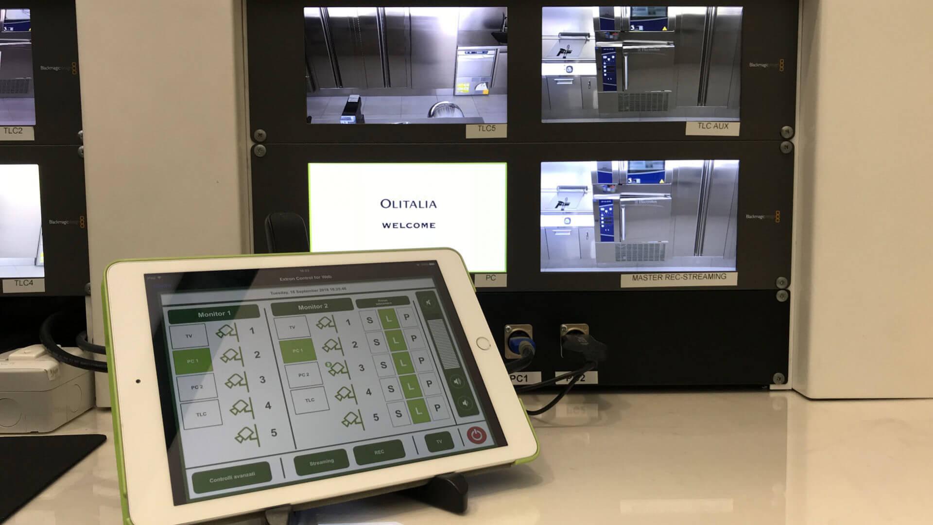 Foto del tablet per gestire la regia delle sale di Olitalia