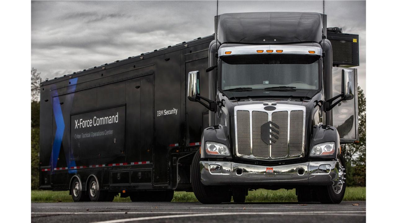 Il camion che contiene l'IBM Cyber Tactical Operation Center